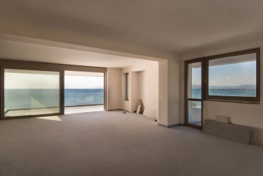 147m² seafront apartment at Navarinou street