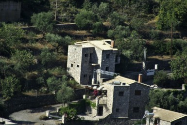 150m² unfinished Canyon stone house