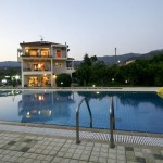 330m² πολυτελής βίλα 3 επιπέδων με μεγάλη πισίνα στην Καλαμάτα