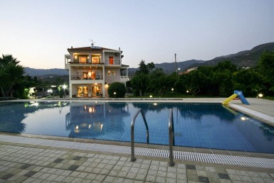 330m² Luxurious 3 level villa with a big swimming pool in Kalamata