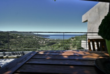 202m² μοντέρνα πέτρινη κατοικία στο Φαράγγι